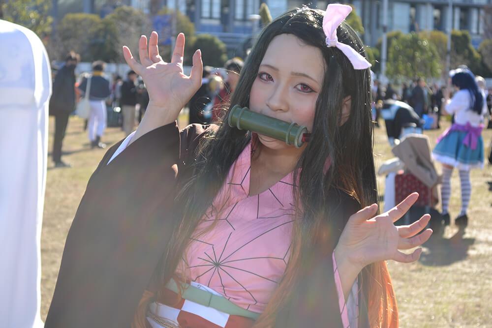 コミケ97のコスプレイヤー菓子001