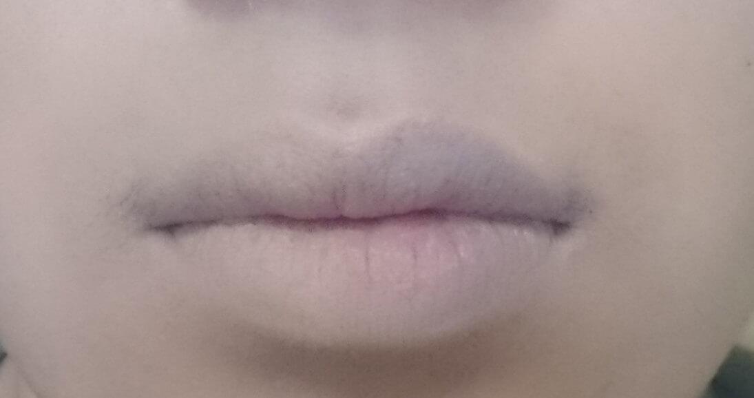 コンシーラーで消した唇