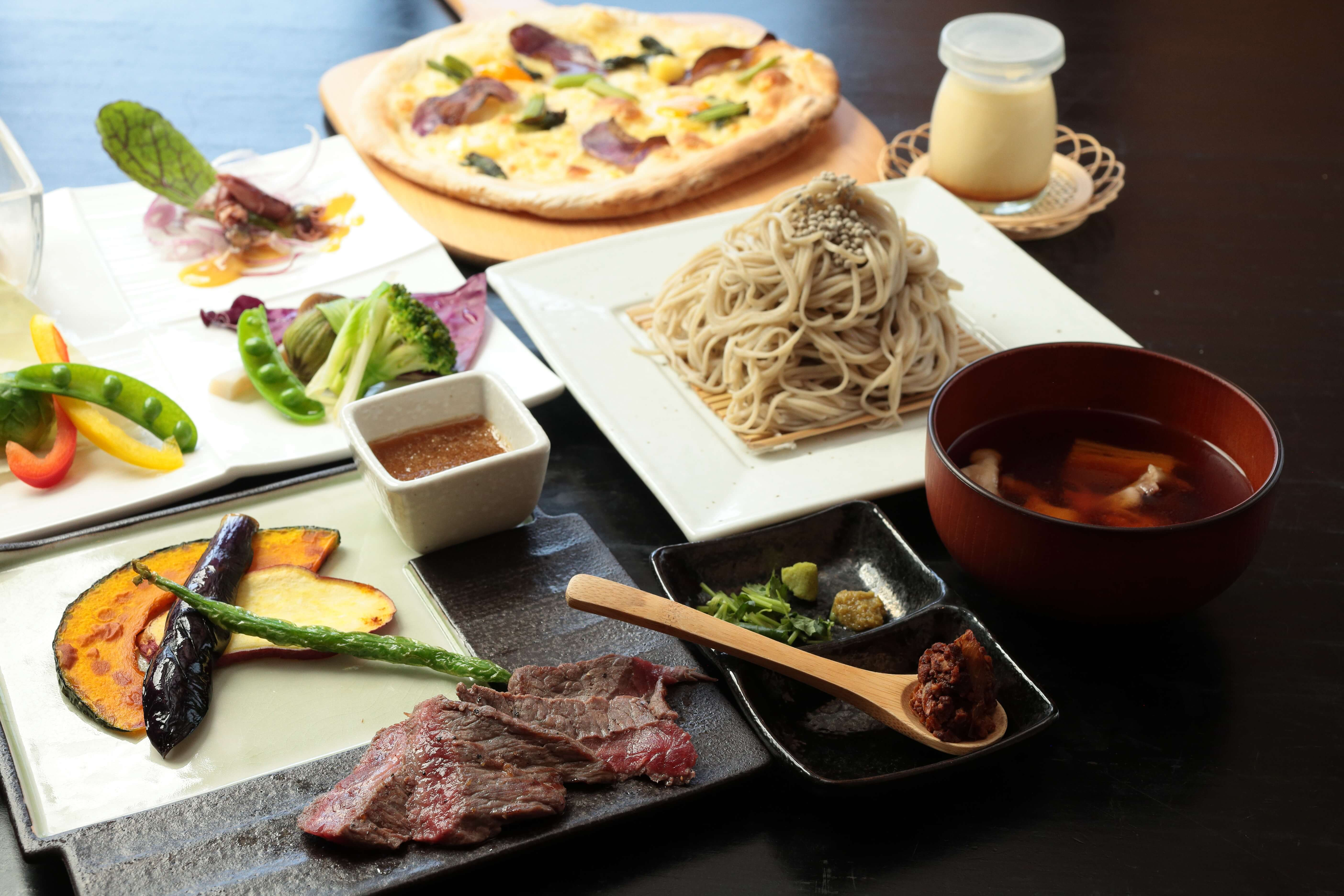 菱野温泉薬師館の夕食で出る信州和牛のステーキが美味しそうな「お蕎麦コース」