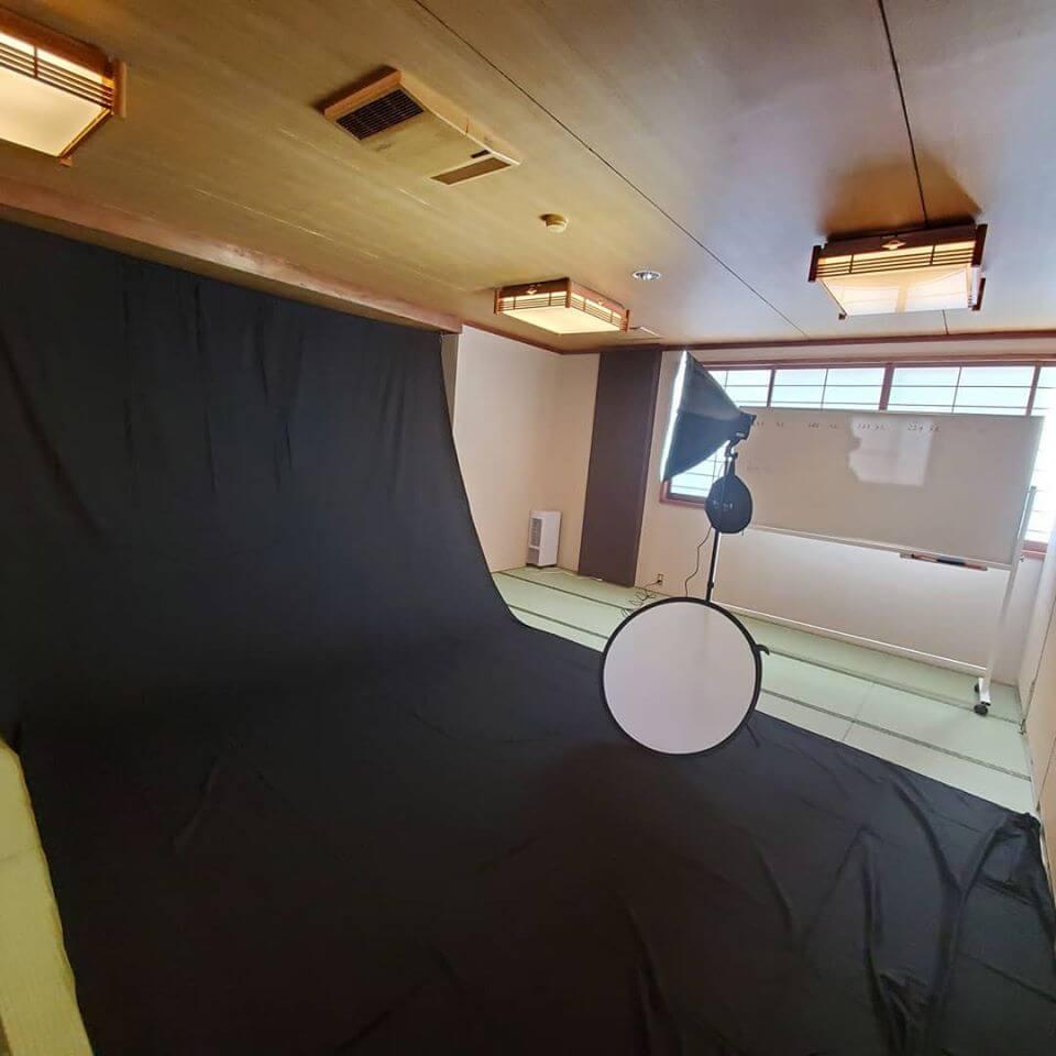 菱野温泉薬師館は部屋でも白ホリ背景で撮影可能