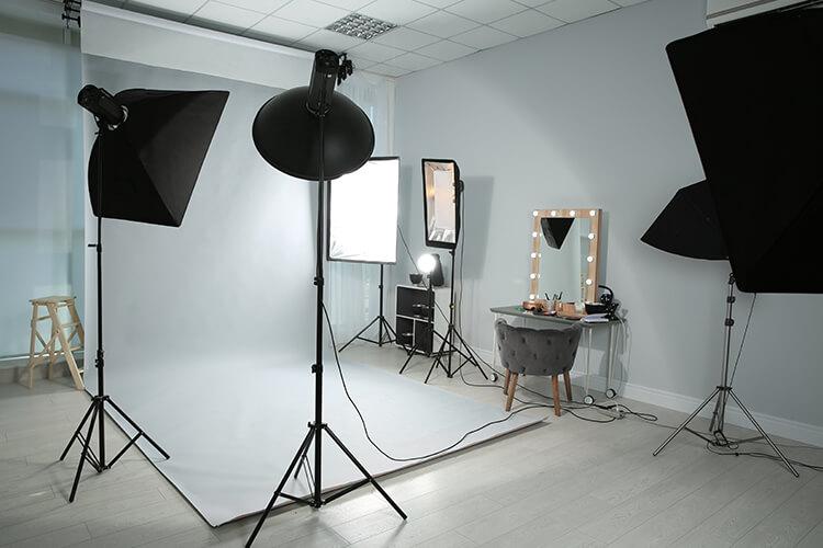 撮影スタジオの機材などの様子