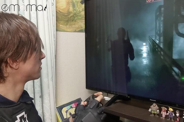 『バイオハザードRE:2』で研究するコスプレイヤーのクロウさん