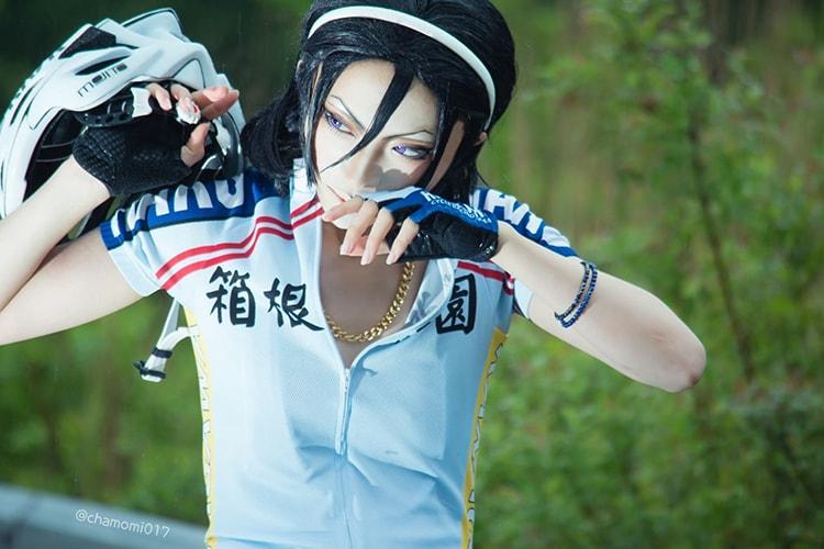 『弱虫ペダル』の箱根学園のコスプレを着るコスプレイヤーのカモミールさん