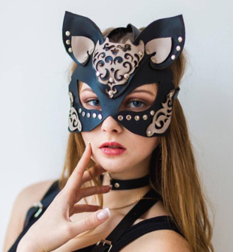 ヴィレッジヴァンガードで売られているミス・キャットマスクのコスプレ衣装