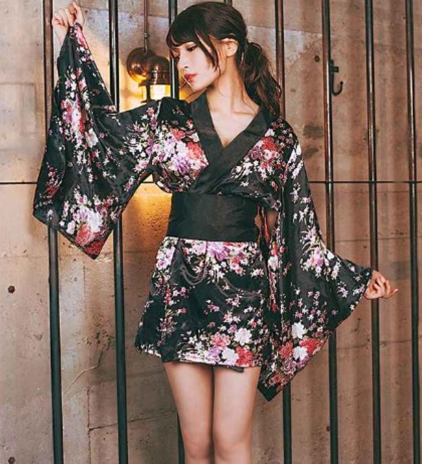ヴィレッジヴァンガードで売られている艶やか花魁のコスプレ衣装