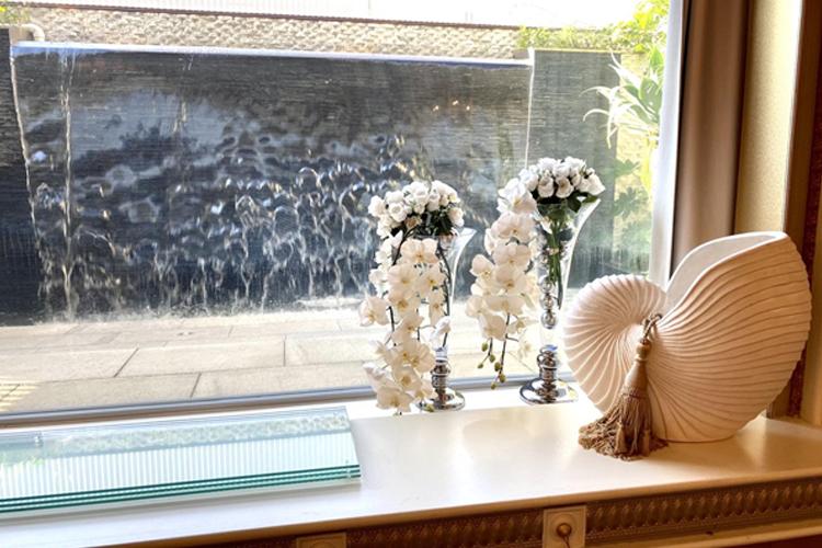 ホテル舞浜ユーラシアのコスプレイベントの窓際の小道具