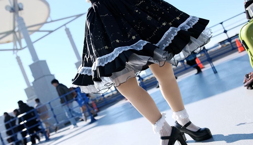 マントやスカートなどヒラみが出る衣装の場合は広角レンズで撮る5
