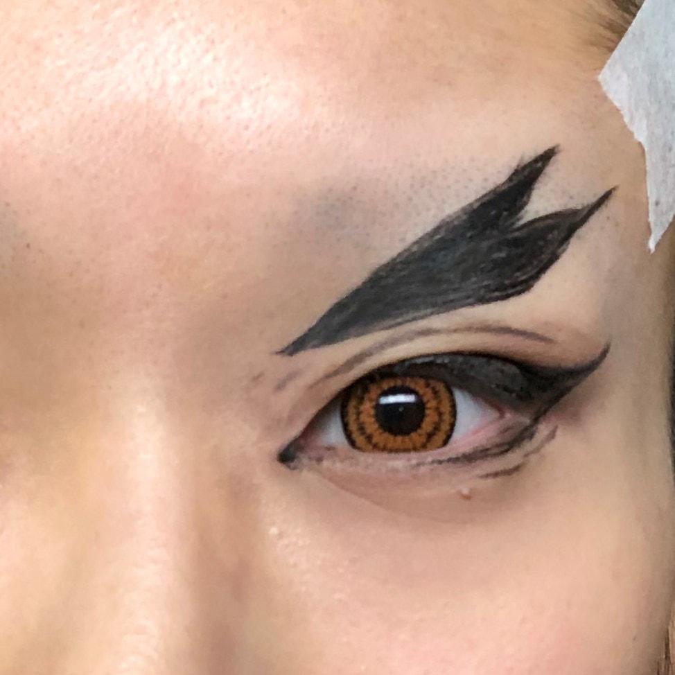 『鬼滅の刃』の煉獄杏寿郎アイメイクをした綴喜明日香さん