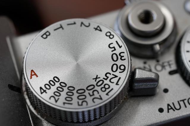 カメラのシャッタースピードの調整ベゼル