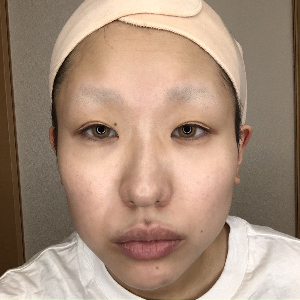 『呪術廻戦』メインキャラクターメイクを実践した綴喜明日香さんの化粧下地