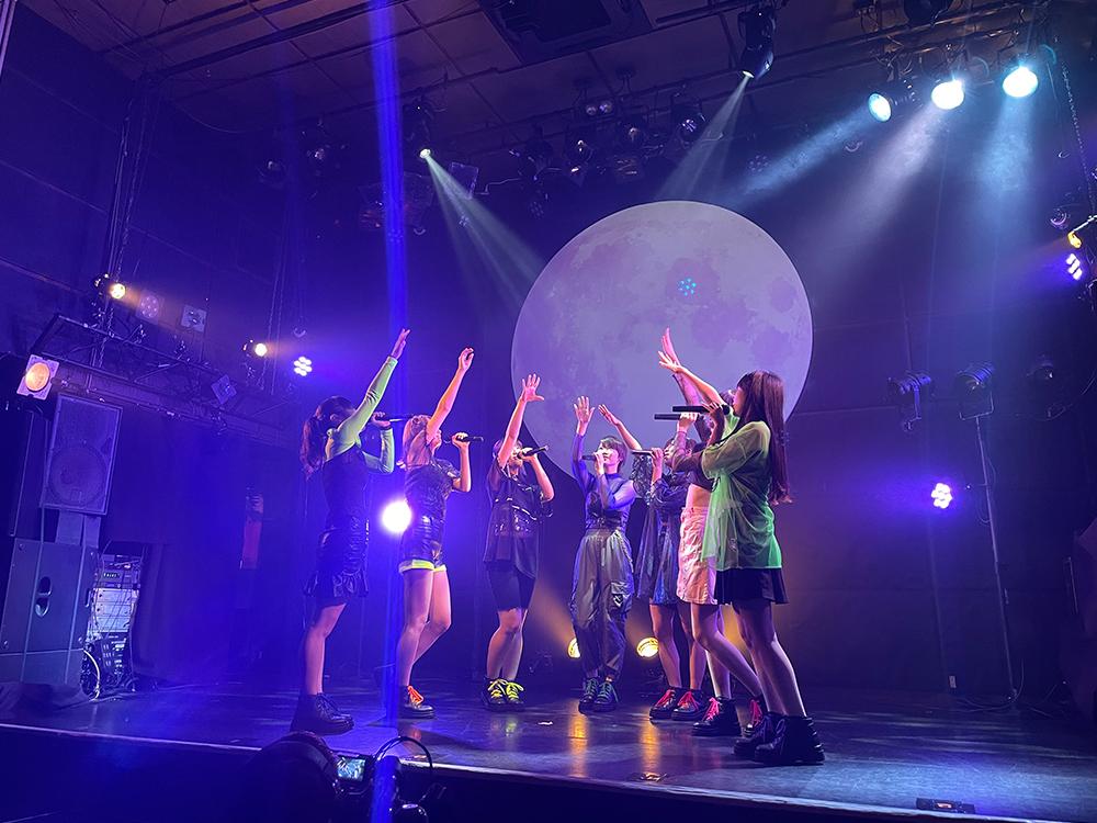 デビューライブをする新アイドルグループ『SharLie』