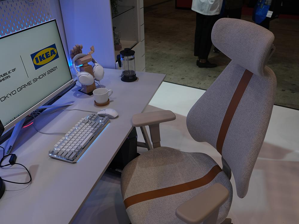 白を基調としたIKEAのゲーミング家具