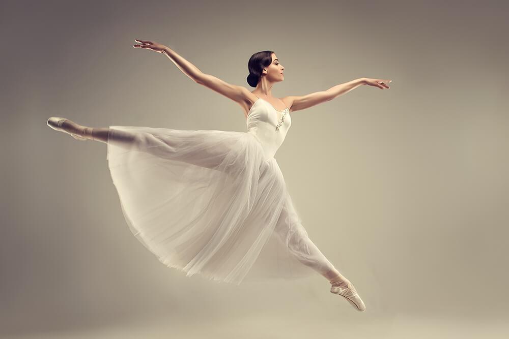 綺麗なフォームで踊るダンサー