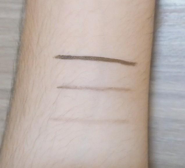 腕にダブルラインを黒いアイライナーとダブルライン用のペンで書いてみた