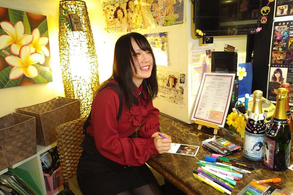 年賀状を書くmonako