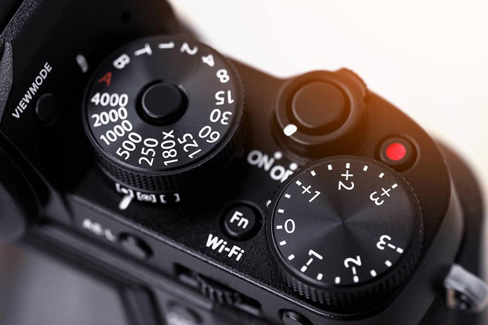 カメラ機本体のシャッタースピードダイヤル