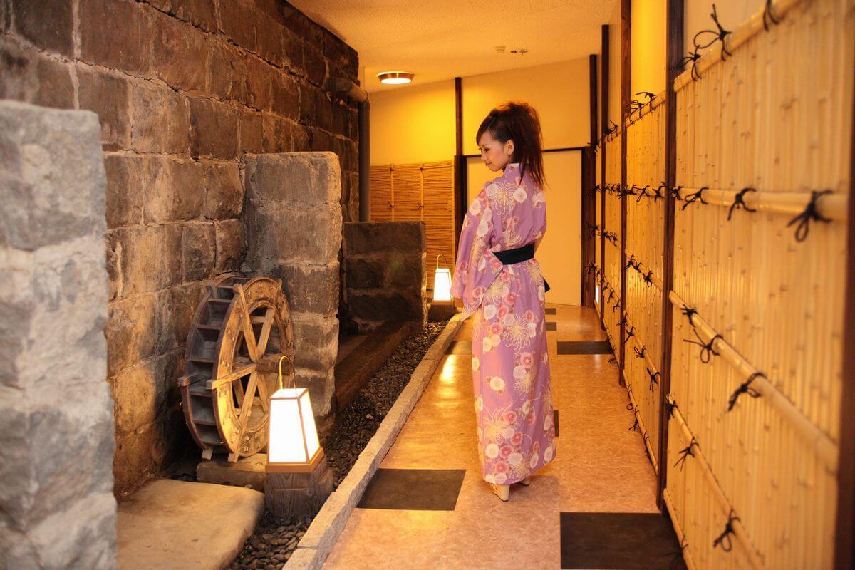 菱野温泉薬師館で浴衣を着て撮影