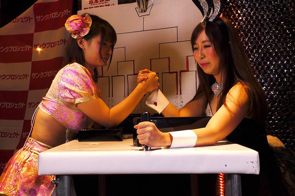 春野ゆこvsぺぺの腕相撲大会01