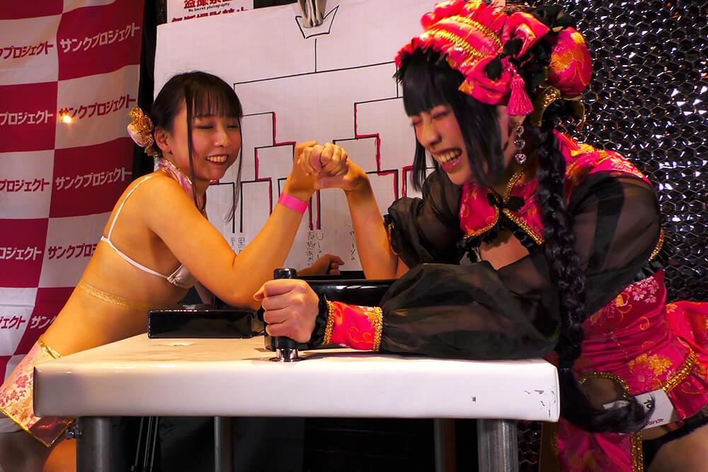 高瀬有紗vsありさの腕相撲大会02