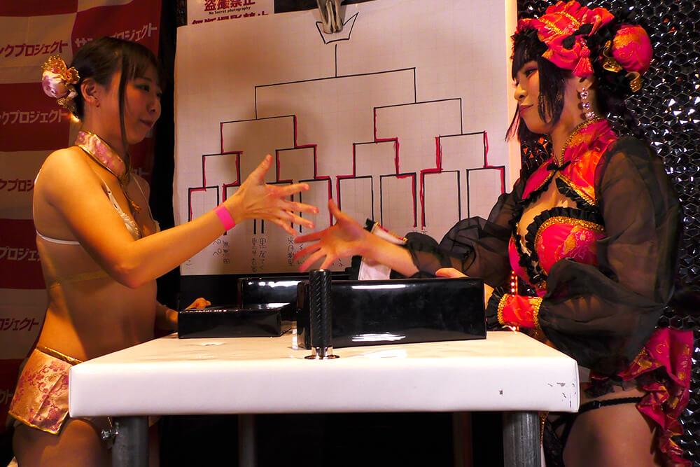 高瀬有紗vsありさの腕相撲大会03