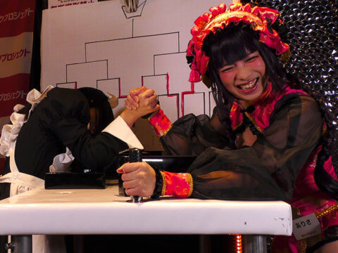 【動画あり】No.1は誰だ!?コスプレイヤーだらけの腕相撲大会!@サンクプロジェクト大撮影会&大新年会