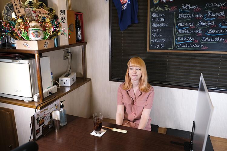 食リポに挑戦する直前のコスプレイヤーのケーキ姫さん