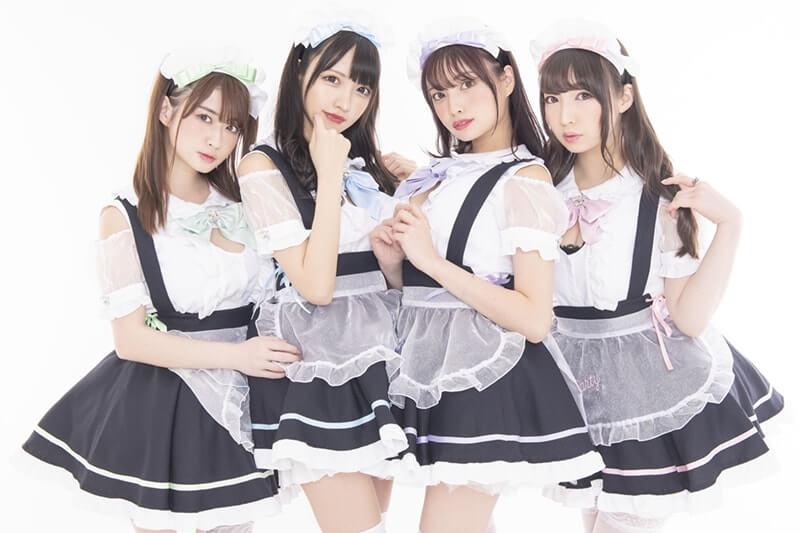 秋葉原に新規オープンするコンカフェ『MOET PARTY』のオーダーで作った衣装を着ている4名
